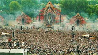 Defqon.1 - Earthquake | Crowd Control - Left To Right