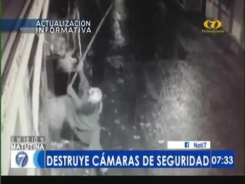Vea como enmascarado destruye cámaras de seguridad en Suchitepéquez