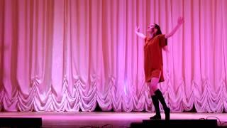 Арина Богданова исполняет хореографическую композицию Разлука