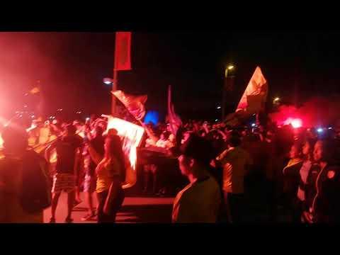 """""""festejos de parte de la hinchada mas grande del pais"""" Barra: Sur Oscura • Club: Barcelona Sporting Club"""