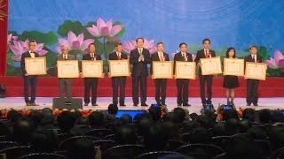 Tin tức 24h: Chủ tịch nước thăm, tặng quà tại Nghệ An