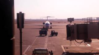 American Airlines MD-80 taxi in at DFW HARD BRAKING!