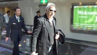 ハリルホジッチ氏が来日サングラスに黒のジャケット姿