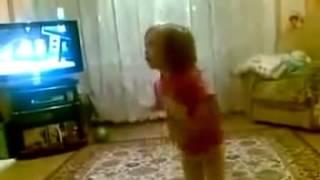 Прикол!!! Маленькая девочка ругает маму и бабушку. Включи фонарик