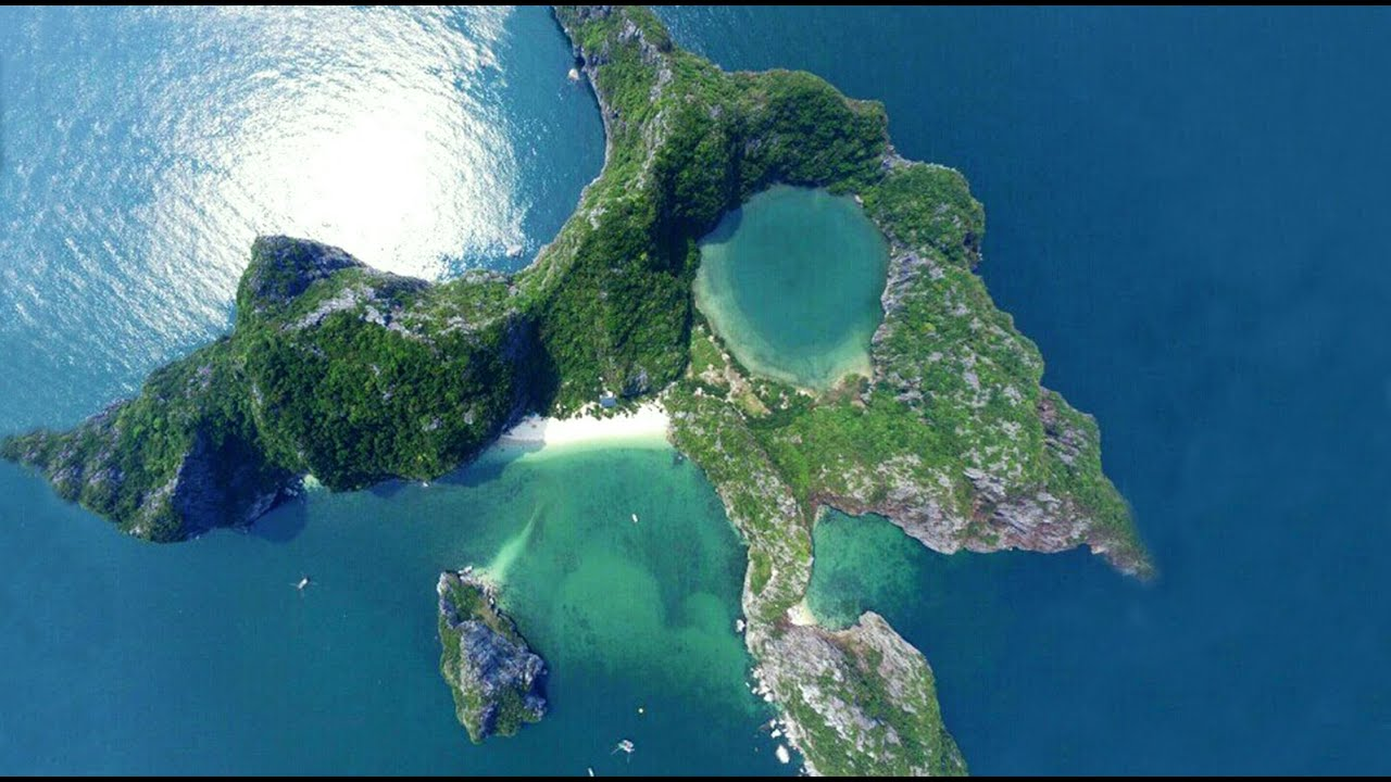 Dragon Eye Island (Bai Dong Island), Halong Bay, Vietnam