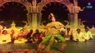 Aadave Andaala Surabhaamini Video Song - Yamagola