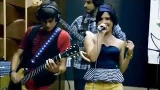Jullie - I Kissed A Girl _ HEY  (Ao Vivo - MySpace)