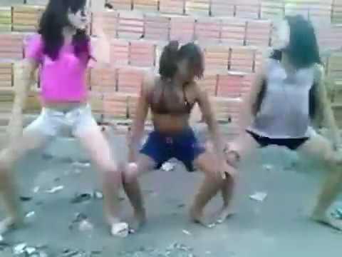 Meninas feias dançando