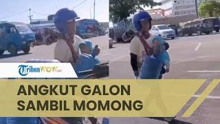 Viral Video Ayah Pengangkut Galon Pakai Motor, Kerja sambil Gendong Anaknya yang Masih Balita