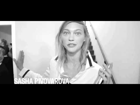 Sasha Pivovarova souhaite un joyeux anniversaire à Vogue Paris