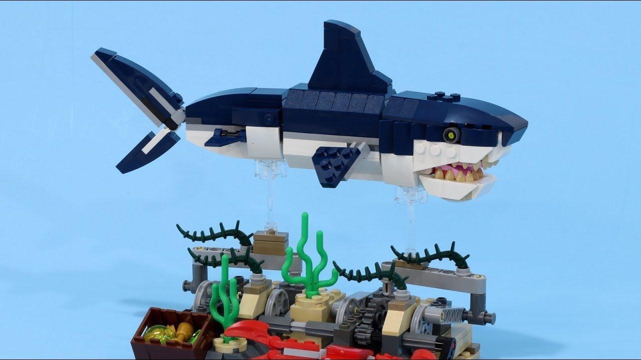 Swimming LEGO Shark 2 - 31088 Deep Sea Creatures Stand