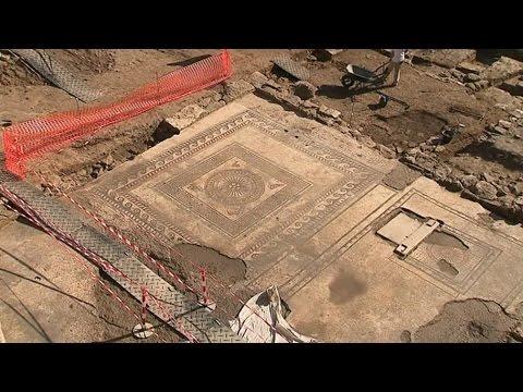 Des mosaïques romaines vieilles de 2000 ans découvertes à ...