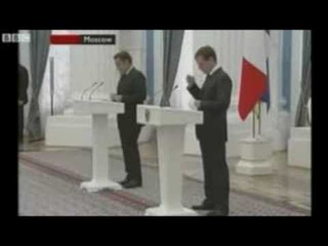 Russian President Has Poor Etiquette With Black Market iPhone