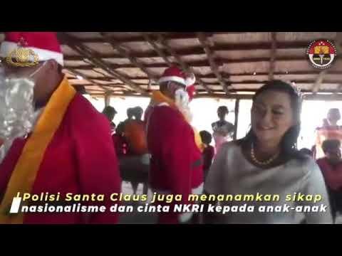 Polisi Santa Clause Berbagi Kado Natal Untuk Anak-anak di Mimika