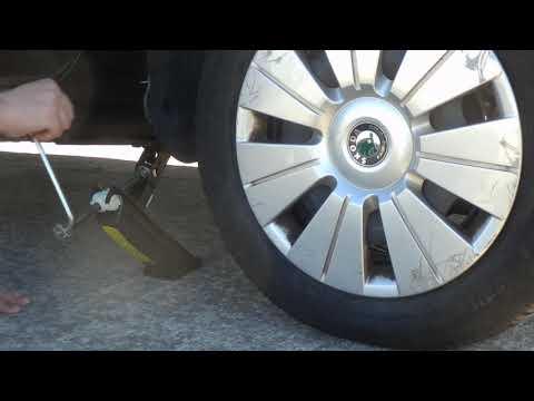 Cómo cambiar una rueda pinchada del coche