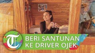 Awkarin Temui Driver Ojek Online yang Kehilangan Motor