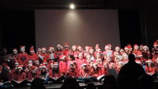 """""""Le luci di Natale"""" di Max Pezzali, cantata dal coro della primaria di Borgo San Lorenzo"""