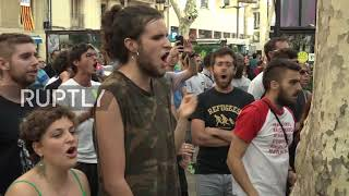 Spain: Punches thrown as anti-fascists spat with anti-Islam protesters in Barcelona