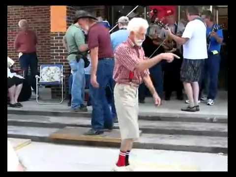 cụ già nhảy quá chất !