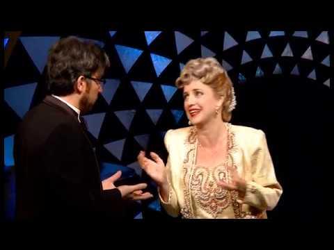 סוביניר: מחזה קומי באורך מלא על זמרת האופרה הכי גרועה בעולם