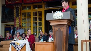 སྲིད་སྐྱོང་མཆོག་གིས་དམ་འབུལ་མཛད་སྒོར་གསུང་བཤད་གནང་བ།