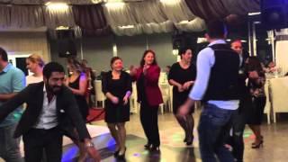 Sarhoş halayı Sivas/İmranlı düğünü Cengiz Usta yorumu ile davulda Gürkan Beyaztaş +905363471501 biz