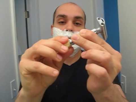 Afeitado tradicional con crema  y maquinilla ajustable.Parte 1.