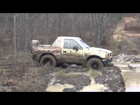 Isuzu Amigo Gets Stuck in the Mud