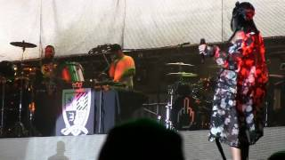 "Rihanna, Eminem & Rihanna @ Lollapalooza 2014- ""The Monster"" (720p) 8-1-2014"