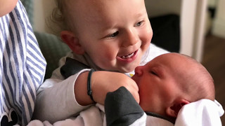 reakcja na nowe rodzeństwo Reakcja Braci  Bliźniaków na siostre  #twinsowelove
