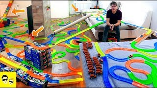 GIANT MAGIC TRACKS ADVENTURES AT HOME - DIY - Gigantic Track in the Apartment - Hot Wheels Road Trip