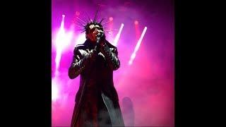 مشاهدة وتحميل فيديو Marilyn Manson Takes Photos With Fans In
