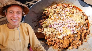 Burmese Food - CURRY JACUZZI!! 5 Aunty's Cooking For Entire Shan Village!!