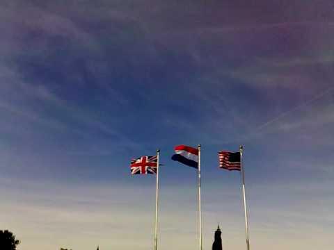 Vliegtuigen bij herdenking bevrijding Grave