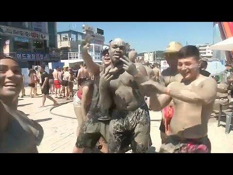 العرب اليوم - شاهد: اللعب بالطين في كوريا الجنوبية