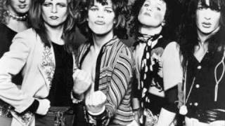 Give Her a Great Big Kiss (Live) - New York Dolls