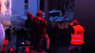 Беркут бъют \ Ukrainian police is beatten Kiev 19.01.2014