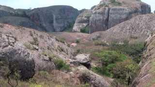 preview picture of video 'Pedras de Pungo Andongo e Dondo. Em HD'