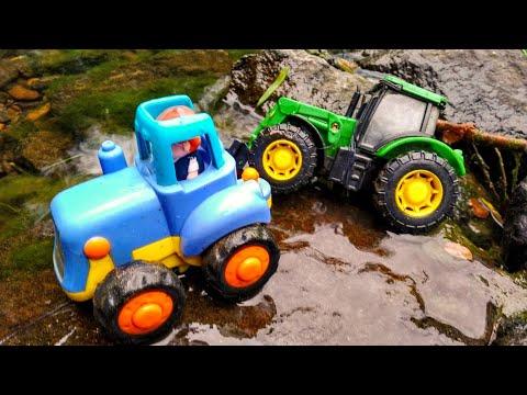 Синий трактор едет по воде и застревает, ему нужна помощь. Детские мультики.