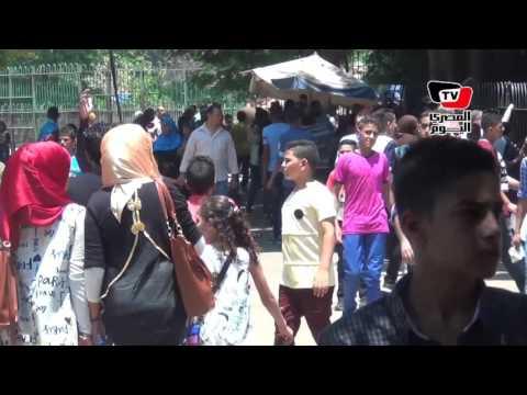 المئات من المواطنين يتوافدون على حديقة الحيوان بالجيزة