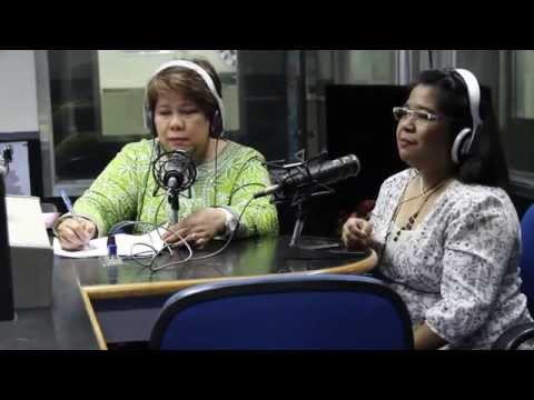 Selisilik unguento ng halamang-singaw sa kanyang mga paa