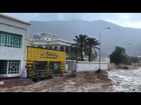 Video: Wadis flood as parts of Oman see heavy rainfall
