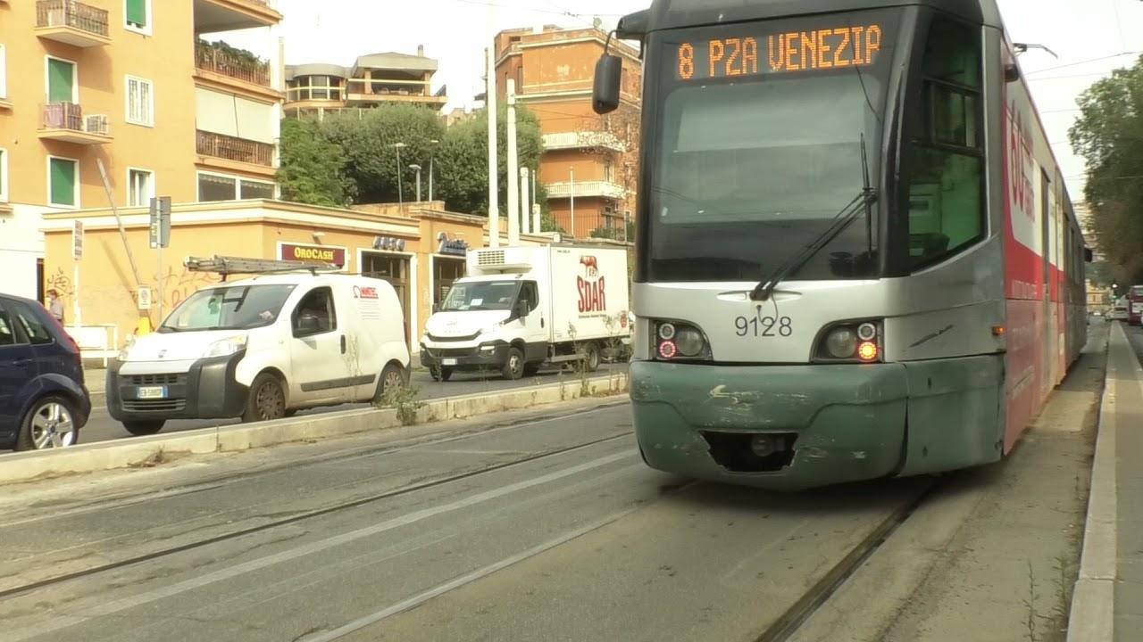 Roma, un tram su due fermo in deposito