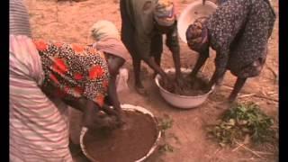 CONSTRUCCIÓN DE CASA DE BARRO EN COMUNIDAD - ÁFRICA