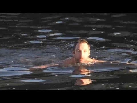 Χειμερινή κολύμβηση στον ποταμό Μολδάβα