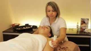 Obličejová masáž kokosovými měšci