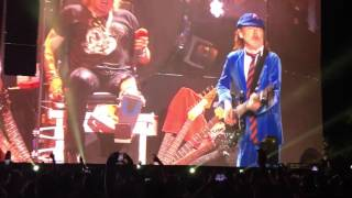 Guns n' Roses w/ Angus Young - Whole Lotta Rosie (AC/DC cover; Coachella 2016, Weekend One)