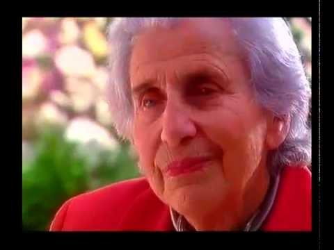 ויולה טורק מדליקה משואה ביד ושם בטקס יום הזיכרון לשואה ולגבורה 1998