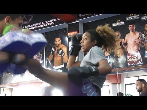 Em busca de uma vaga no UFC, lute como uma garota!