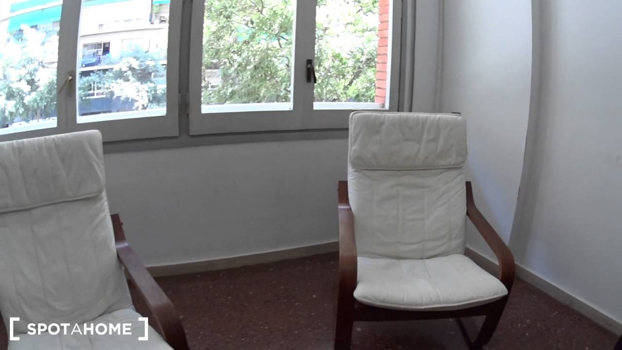 2-bedroom apartment for rent in Sants, very close to Camp Nou